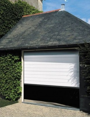 Porte de garage sectionnelle pr mont e 215x240cm saint for Garage automobile saint quentin