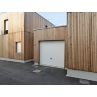 Porte de garage sectionnelle ISO 20 isolée sans nervures lisses 2125x2375mm avec poignée NOVOFERM