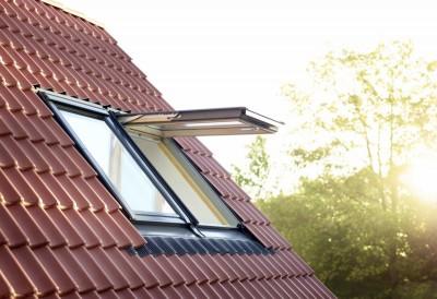 fen tre projection confort finition bois 78x98cm velux cambrai 59400 d stockage habitat. Black Bedroom Furniture Sets. Home Design Ideas