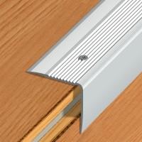 Nez de marche strié métallique à vis 41V aluminium naturel 3m