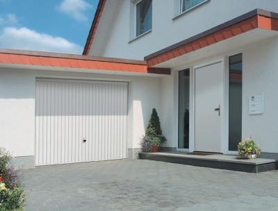 Porte garage basculante débordante Europro 132 nervures blanc sans rail 2000x2375 Uw= 6.5/m².K - TUBAUTO